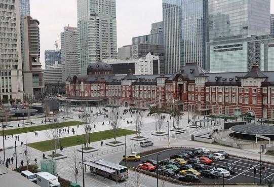 Tokyo Station i nowy plac po stronie Marunouchi – symboliczne centrum i brama do metropolii